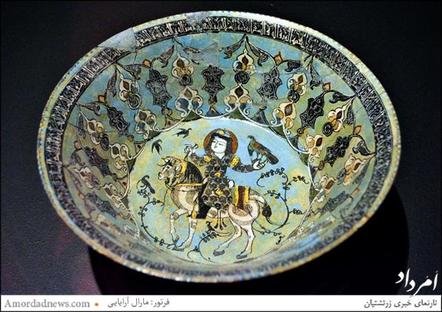 کاسه سفال لعابدار مینایی یافت شده در ری وابسته به سده ششم و هفتم مهی، با زمینهی فیروزهای است