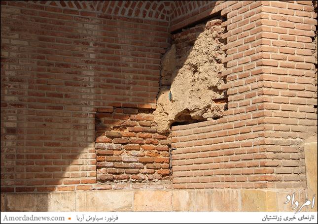 بخشهایی آرامگاه شیخ صفیالدین اَردبیلی که نیاز به مرمت دارند و نازیبا است