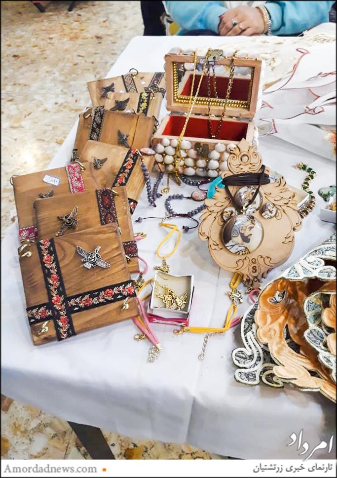 نمایشگاه فروش کارهای دستی به کوشش انجمن زرتشتیان شریف آباد مثیم مرکز