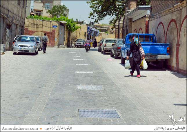اینجا خیابان جاویدی است که در پایین سرچشمه جای دارد، نشانی از جوی آبی که در گذشته آب را از سرچشمه به محله جاری میکردهاست