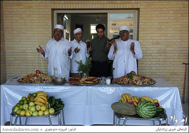 موبدان از راست: رستم کاووسیانزاده، بمان کیانی
