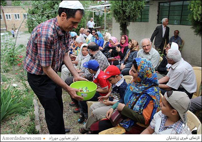 بخشی از مجموعه آدریان بزرگ از دهش مهرانگیز فیروزگر، مادر کسرا وفاداری به انجمن زرتشتیان تهران اهدا شده است