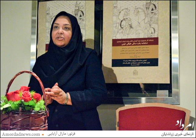 مهرنوش بشارتی استاد نقاشی پشت شیشه در گنجخانه ملی ملک