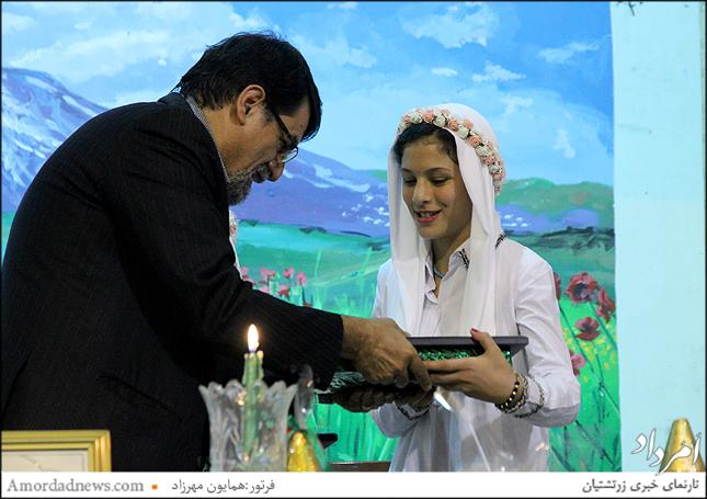 پیشکش انجمن زرتشتیان تهران به نوجوانان بهدین دبستان دخترانهی گیو