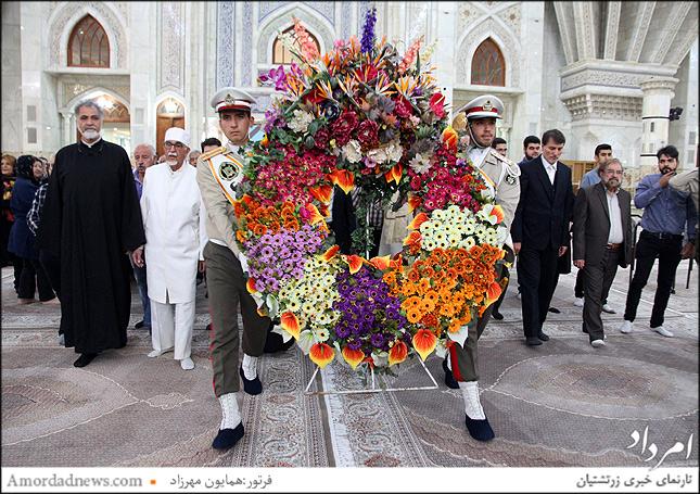 ادای احترام با تاج گل بسمت آرامگاه امام خمینی بنبانگزار جمهوری اسلامی
