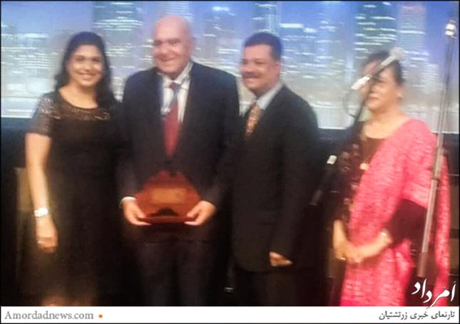 برترین جایزهی تلاش تمام عمر زرتشتیان به دینشاه تامبلوی از هند پیشکش شد