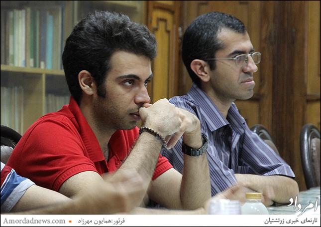 چهره سمت چپ: آرین یگانگی دبیر کانون دانشجویان زرتشتی
