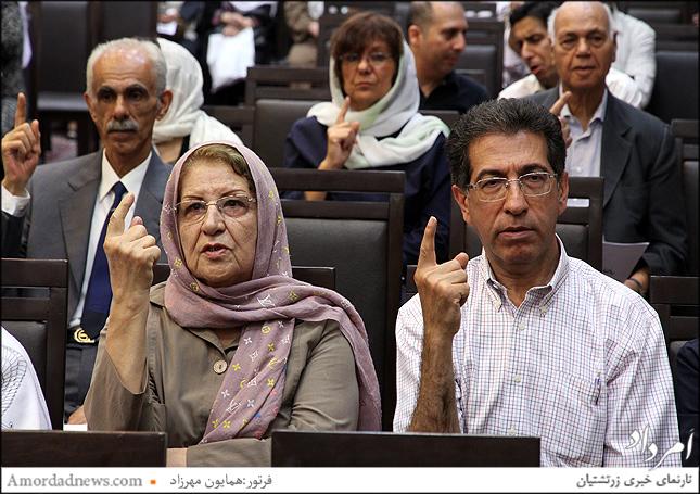 نفرسمت چپ: گوهرتاج خداداد کوچکی(خادم)هموند انجمن زرتشتیان تهران