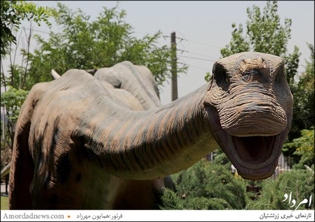 ماکتهای پارک ژوراسیک متحرک بوده به همراه پخش صدا