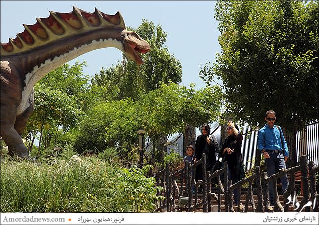 آمارگاسورس در پارک ژوراسیک تهران، ماکتهای پارک ژوراسیک متحرک بوده به همراه پخش صدا