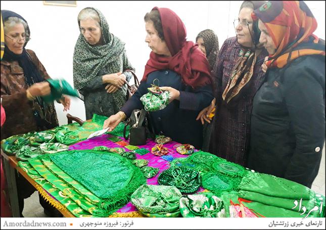 همزمان با جشن تیرگان نمایشگاه کارهای دستی به کوشش کمیسیون بانوان زرتشتی یزد نیز برپا بود
