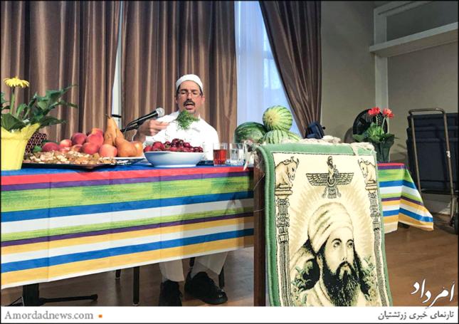 موبد جمشید پوراسفندیاری در حال خواندن اوستای گهنبار میانهی تابستان در کلیسای شهر کرکلند آمریکا