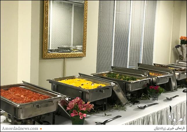 از مهمانان جشن بازگشایی تالار انجمن زرتشتیان ساکرامنتو با شام پذیرایی شد