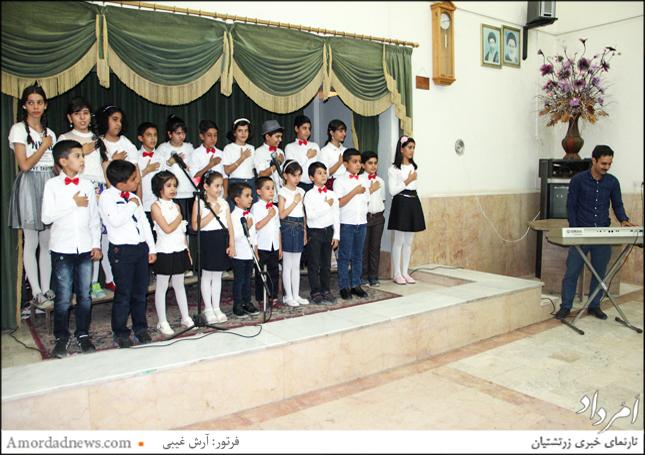 گروه سرود در جشن تیرگان کرمان چند قطعه اجرا کرد