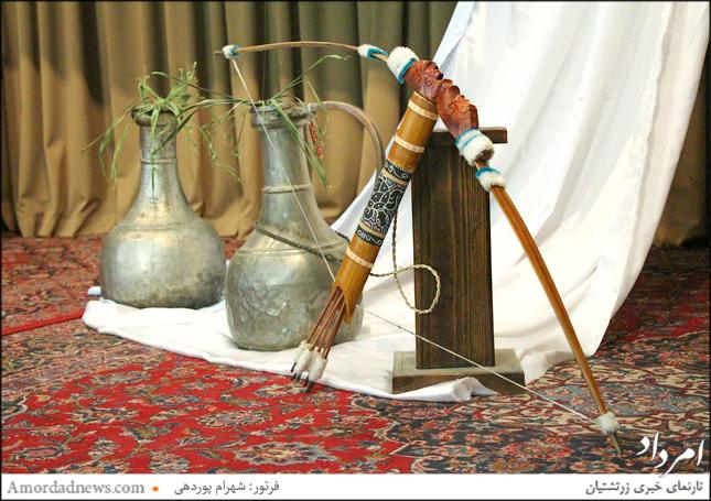 دکور جایگاه جشن تیرگان در شیراز، نمادی از تیروکمان آرش گمانگیر و مشربهی اب نمادی از آب و رهایی خشکسالی