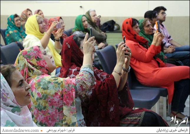 زرتشتیان شیراز از ساعت 19 یکشنبه 10 تیرماه 1397 خورشیدی در تالار روانشاد یزدانی این شهر گردهم آمدند تا خجسته آیین تیرگان را جشن بگیرند.