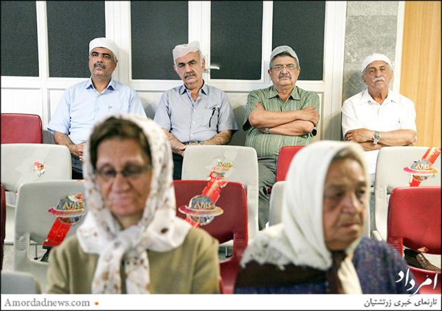 چهره سمت چپ: اسفندیار اختیاری، نمایندهی زرتشتیان در مجلس