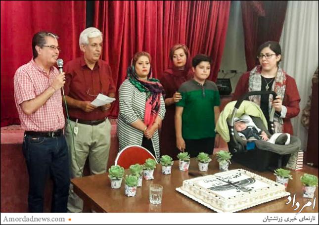 چهره از سمت چپ: مهران زندهنوش فرنشین انجمن زرتشتیان کرج، در جشن زاد روز باشنده بود