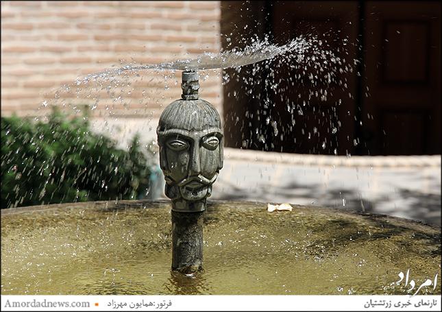 آبنماها و فوارههای زیبای حیاط موزه مقدم