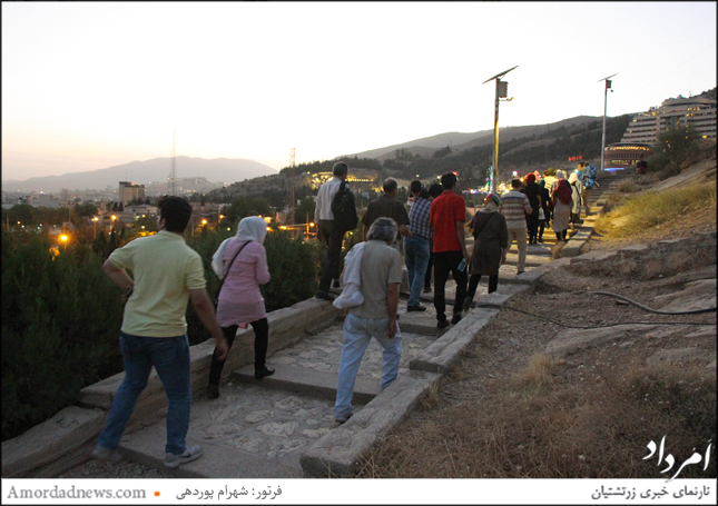 زرتشتیان شیراز دستبند تیر و باد را که از هفت نخ رنگی بافته میشود، روز تیر ایزد بر دست بستند