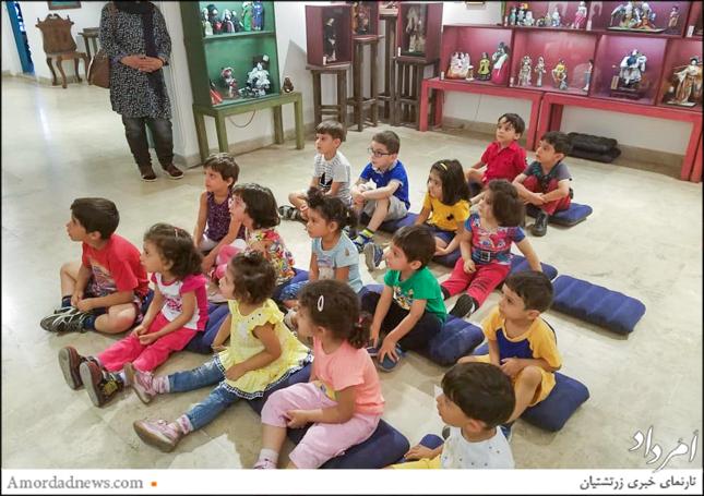 با شرکت در کارگاه آموزشی با فرهنگ و پوشش مردمان ایران زمین و دیگر کشورهای جهان آشنا شدند