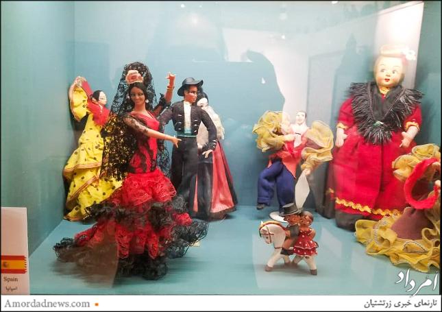 عروسکهای گردآوری شده در این مجموعه هرکدام به گونهای نماد و نمایندهی فرهنگ کشور یا قوم خود هستند