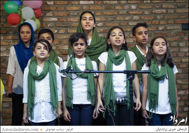 گروه شاهنامهخوانی در برنامهی گرامیداشت روز جهانی ادبیات کودک و نوجوان در خانهی فرهنگ و هنر زرتشتیان