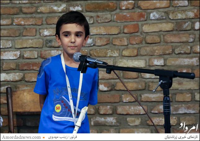 نوازندگی ساز فلوت از سوی کیا رستمیان در برنامهی گرامیداشت روز جهانی ادبیات کودک و نوجوان در خانهی فرهنگ و هنر زرتشتیان