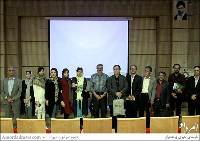 گروه هنرمندان و سخنرانان نشست شبهای وحدت ملی(یزد)در بازدید وافتتاح نمایشگاه عکس گروهی