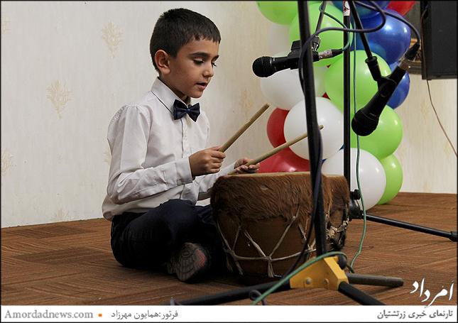 نوازنده نقاره از دبستان جمشیدجم کیا رستمیان