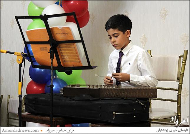 سپهر خدادادی،از دبستان جمشیدجم نوازنده سنتور در جشن مهرگان