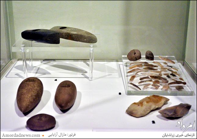 وجود آثار سنگی بسیار در نمایشگاه؛ هنگامهای که مردم هلند در گذشته در شگردهای سنگی مهارت داشتند، مردم سرزمین ایران در سفال مهارت داشتند