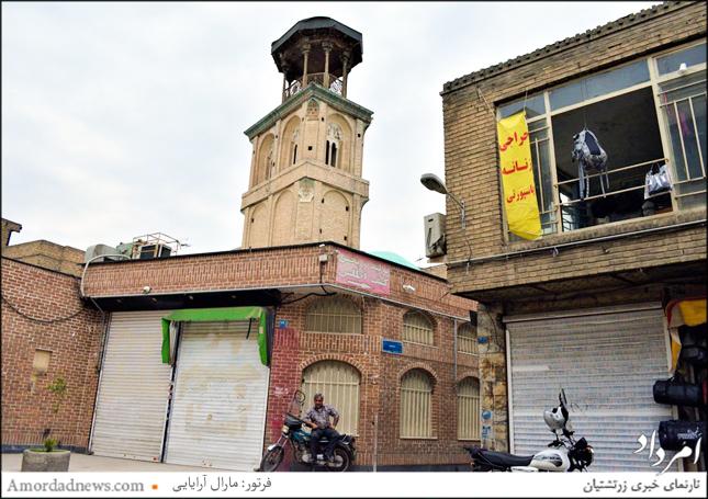 یکی از بلندترین بادگیرهای تهران که شوربختانه کاشیهای ورودی بنا را ربودهاند