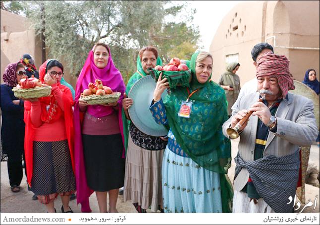 زرتشتیان با برگزاری آیینهای سنتی  آغاز به کار جشنواره انار را جشن گرفتند