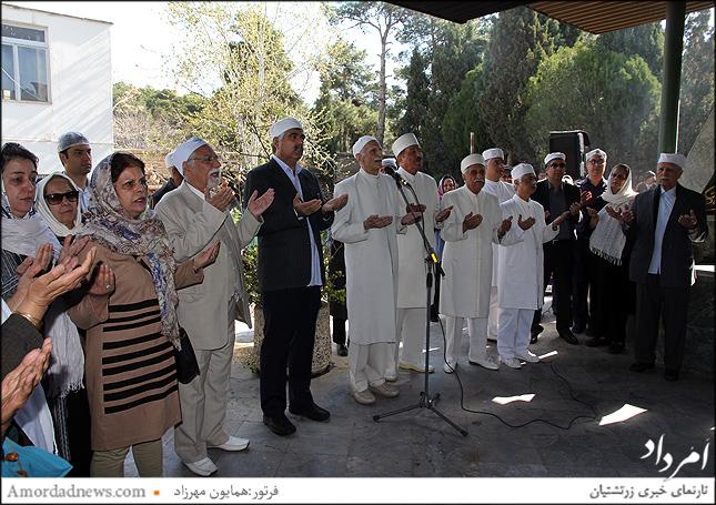 چهره سمت چپ: مهردخت شهریاری هموند انجمن زرتشتیان تهران