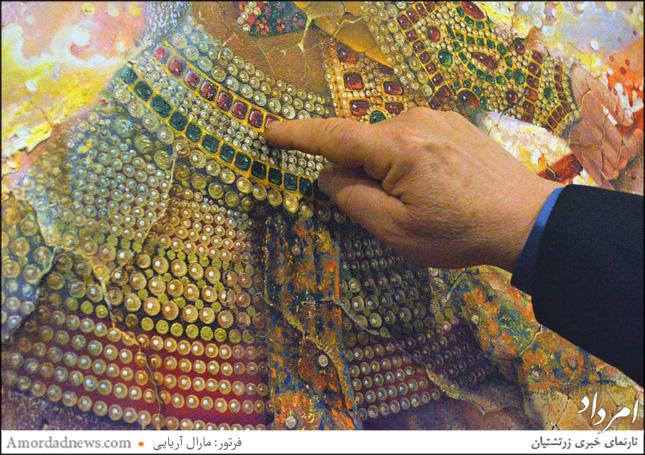 شکیبا کوشش کردهاست در نگارگریاش حس میهندوستی خود را به هر وسیلهای نشان دهد برای نمونه در نقش جواهرات بانوان پرچم ایران را با بهرهگیری از رنگها نمایان ساخته است.