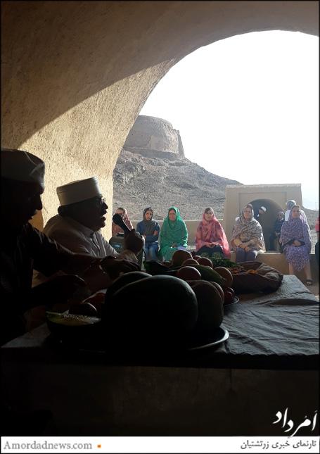 ششم اردیبهشتماه 1398 خورشیدی آیین اوستاخوانی برای آرامشباد روان درگذشتگان در دخمه چم یزد برگزار شد