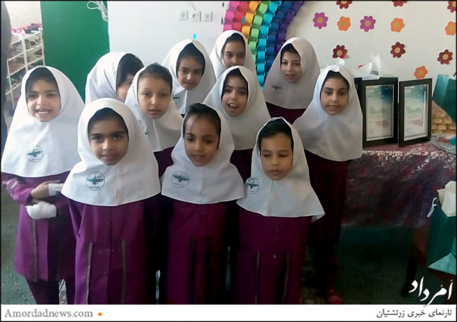 اجرای سرود دانشآموزی از بخشهای آیین گرامیداشت روز معلم بود