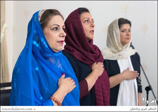 چهره از سمت راست: نوشین پشوتن، مدیر دبستان جمشیدجم، آناهیتا جوانمردی، معاون آموزشی، فیروزه فرودی آموزگار دینی