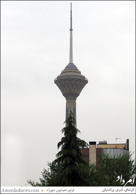 برج میلاد تهران کنار  پارک گفتگو