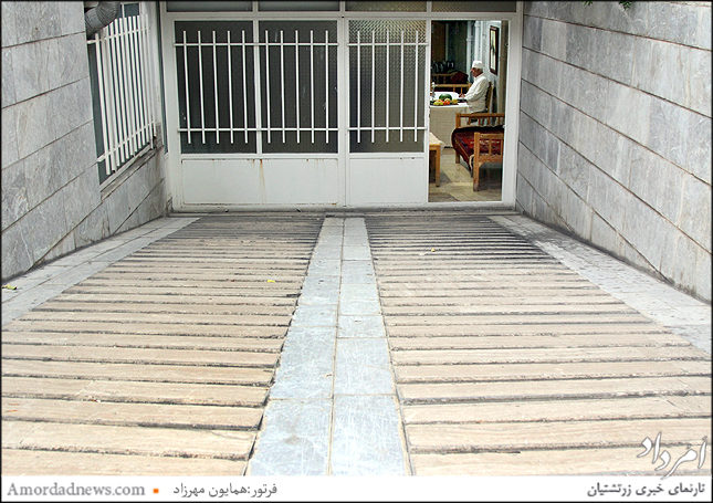 ورودی زیرین خانه سالمندان زرتشتیان