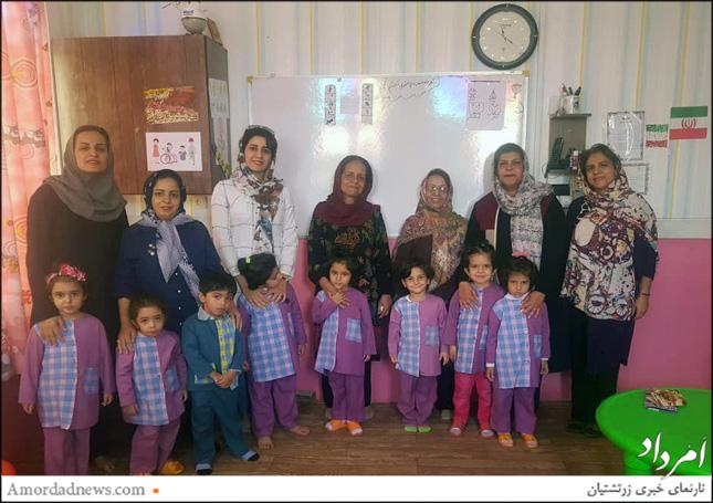 کوششهای مربیان مهدکودک یسنا به مناسبت فرا رسیدن روز معلم ارج نهاده شد.