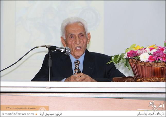 دکتر حمداله آصفی، که نکاتی را درباره شاهنامه بیان کرد