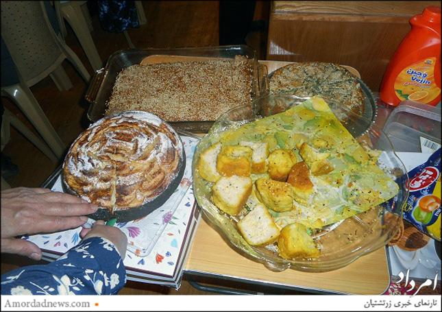 در بخش تعذیهی سالم گردهمایی اشتد روز، پروین کریمدادی روش تهیه کیک اسفناج و آدخت بهمردی  کیک سیب را به دوستداران آموزش دادند