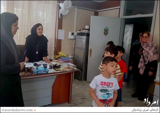 نونهالان پبشدبستانی مهدکودک سپند با کادر آموزشی دبستان جمشیدجم دیدار کردند