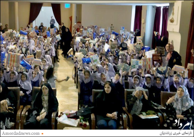 جشن پایان سال تحصیلی 98-97 به کوشش کادر آموزشی و انجمن اولیا و مربیان دبستان دخترانه گیو در تالار همایش این آموزشگاه زرتشتی برگزار شد.