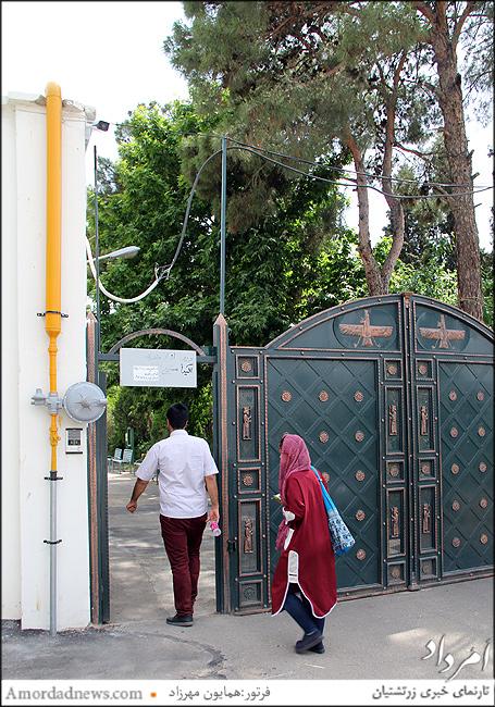 ورودی آرامگاه قصرفیروزه زرتشتیان