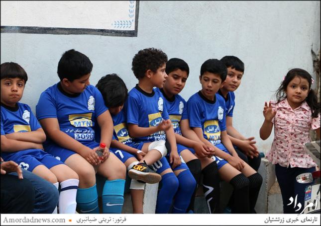 در آیین گشایش زمین چمن باشگاه همتی دو تیم فوتسال نونهالان باشگاه در برابر یکدیگر بازی کردند