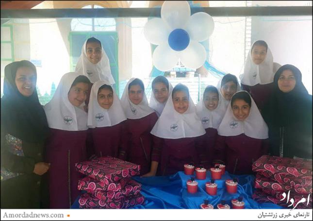 جشن فارغالتحصیلی دانشآموزان پایهی ششم دبستان مارکار با همراهی آموزگار و مینا خاوریان مدیر دبستان برگزار شد