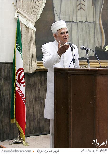 موبد رشید خورشیدیان به زبان پارسی برای بنیانگذار جمهوری اسلامی و همه ایرانیان نیایش کرد